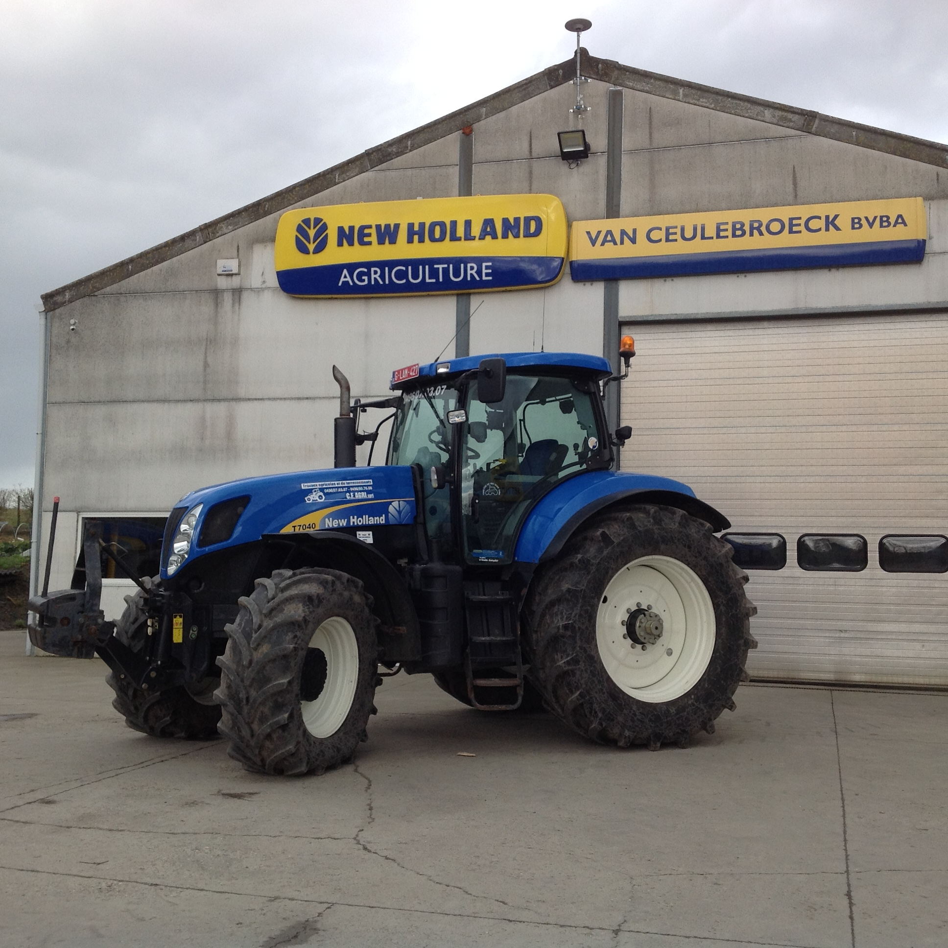 New Holland T7040 met Trimble Autopilot uitgerust