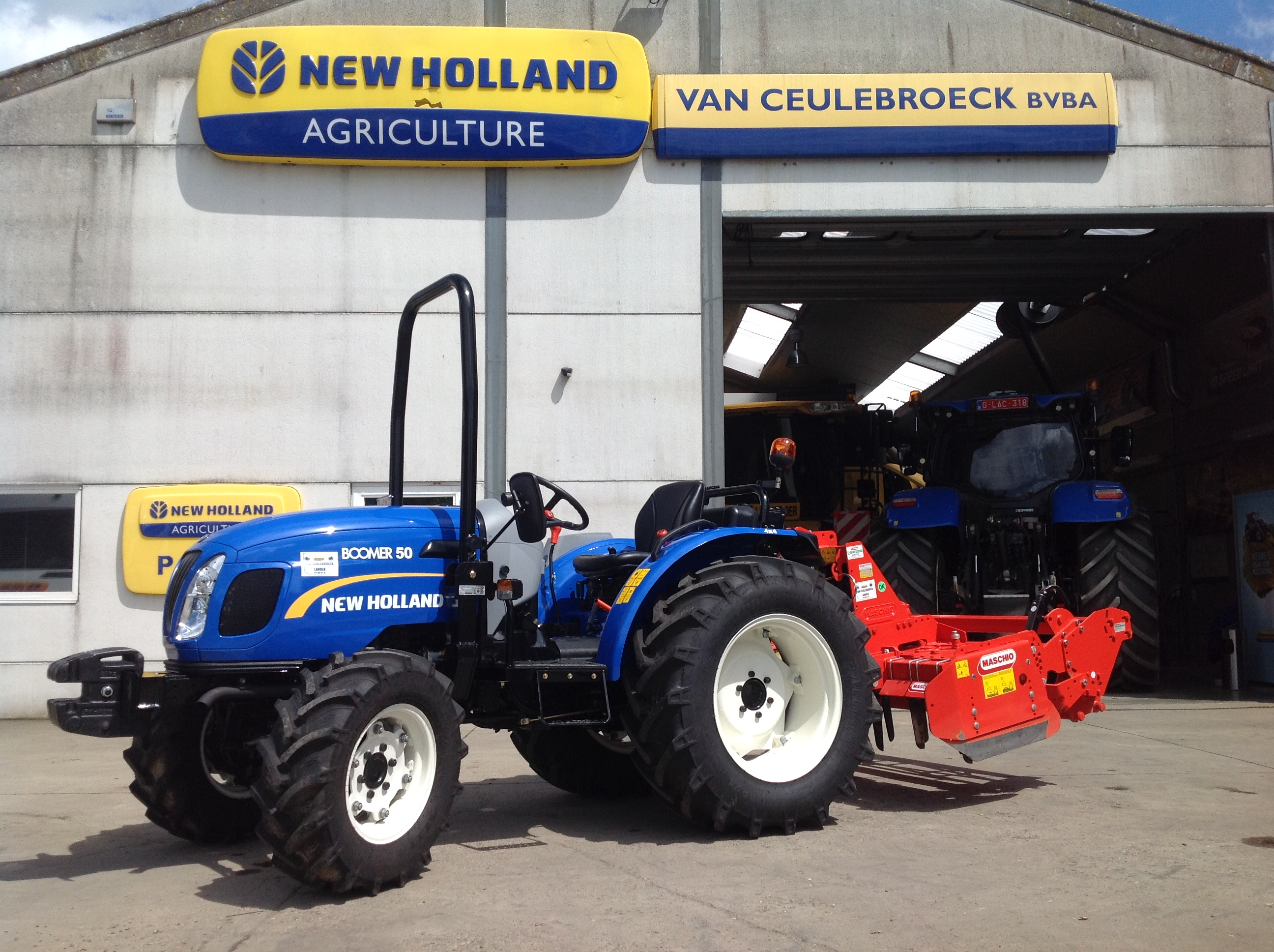 New Holland Boomer 50 met Maschio Delfino 150 afgeleverd !!
