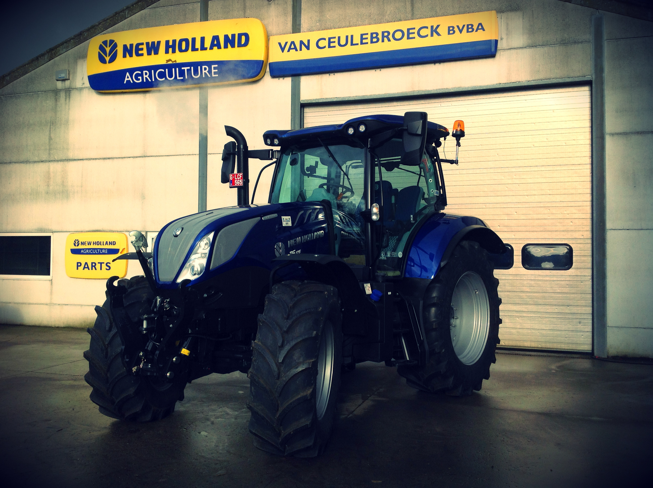 New Holland T6.175 Dynamic Command afgeleverd !!